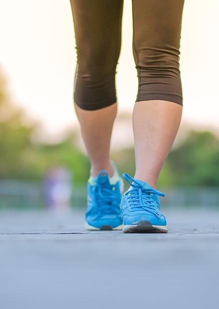 healthy-knee-walking